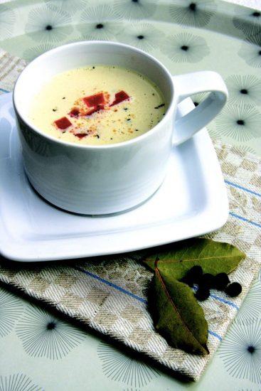 Sauerkrautsuppe mit Paprikaeinlage