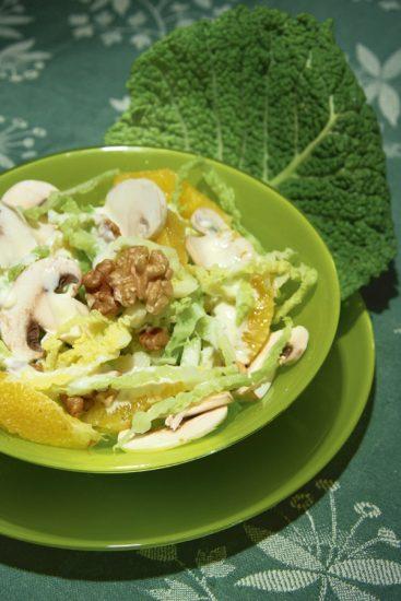 Fruchtiger Wirsingsalat mit Orangenfilets