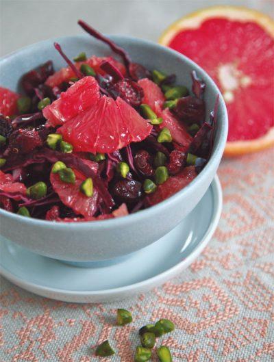 Rohkost vom Rotkraut und Grapefruit