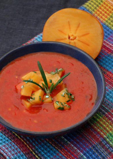 Tomatensuppe mit Rosmarin-Kaki