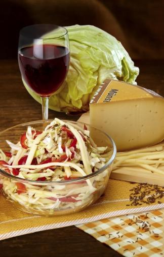 Weißkohl-Käse-Salat