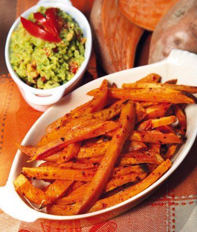 Süßkartoffelpommes mit Avocadopüree