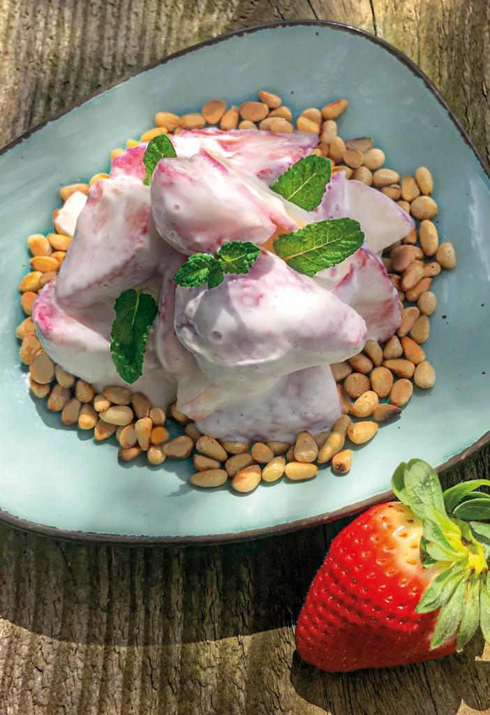 Erdbeersalat mit Naturjoghurt
