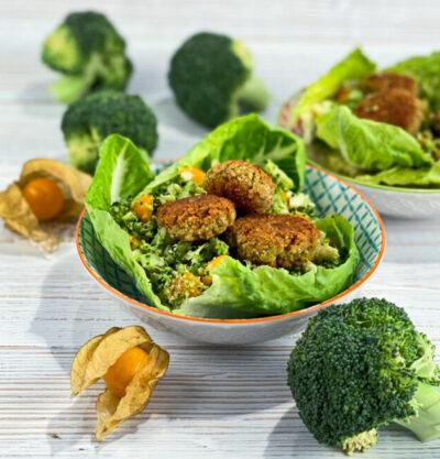 Brokkolisalat mit Falafel